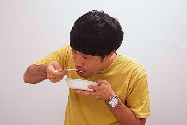 ジュピター石田がいちごのカレーを試食
