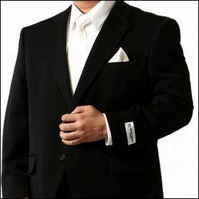 セレモニーの場にふさわしい「格」と「質」をもつスーツ