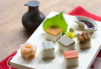 富山県魚津市の河内屋の、昆布巻き蒲鉾と鮨蒲