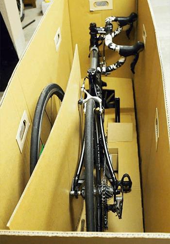 自転車を梱包した写真
