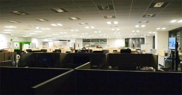 深夜のオフィスの様子