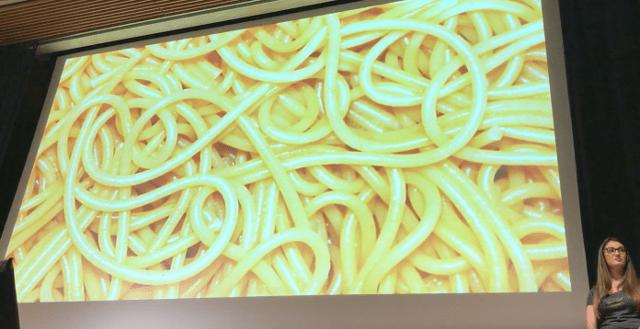 スパゲッティと向き合うSquare