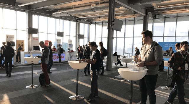 KotlinConfの会場では、企業ブースでノベルティが配布されていた