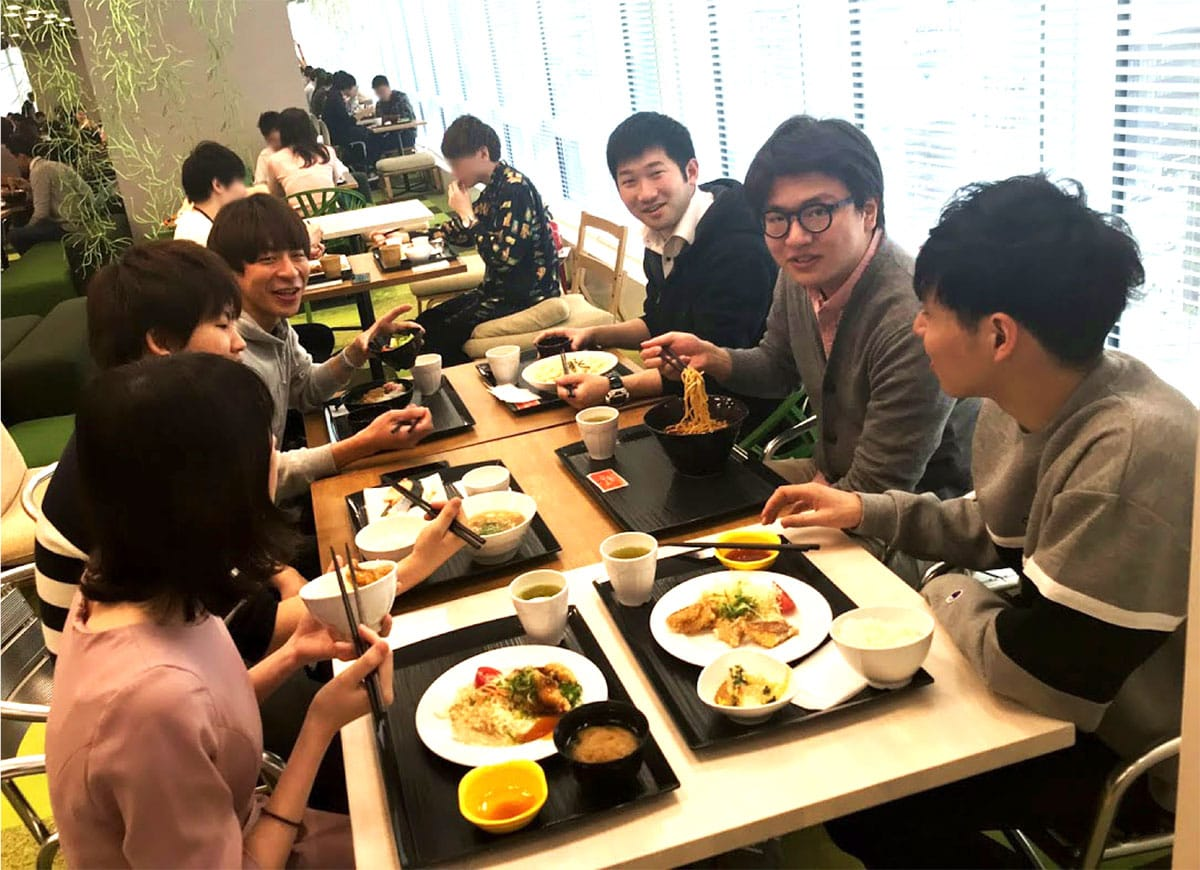 社食でのランチの様子