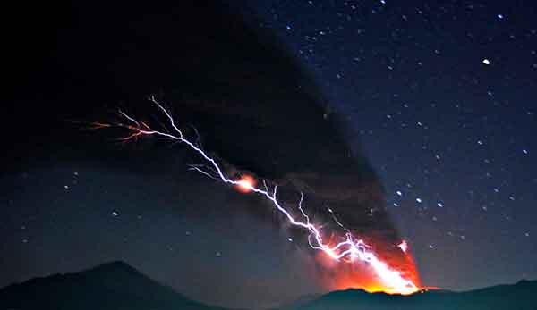 霧島連山・新燃岳が噴火:広範囲に降灰(提供写真)