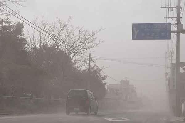 霧島山の新燃岳が噴火:広範囲に降灰被害