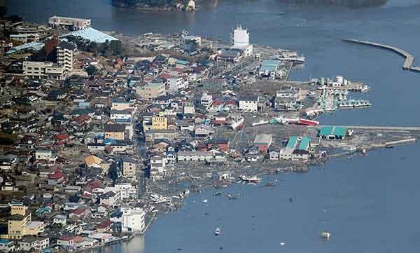 東日本巨大地震:大津波で壊滅的被害