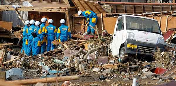 東日本大震災:捜索活動本格化