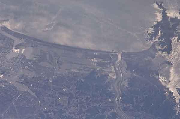 東日本大震災:仙台市 被害甚大:(NASA提供写真)