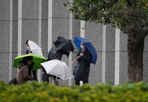 「爆弾低気圧」:日本各地で暴風雨