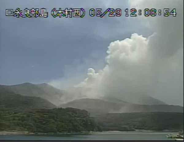口永良部島で爆発的噴火:住民に島外避難指示