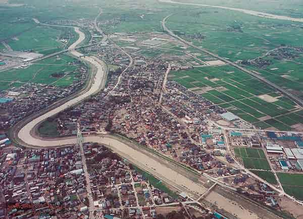 中之島町中之島付近 刈谷田川決壊地点を北側から見る(2004年7月18日撮影)