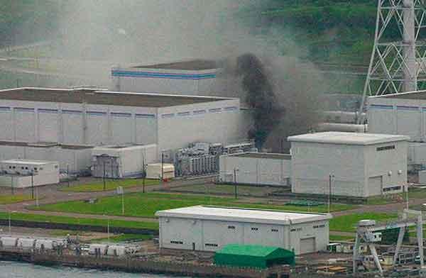 新潟県中越沖地震:(2007年7月16日)(海上保安庁提供写真)