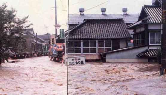 山鹿市下町地区における浸水状況:昭和57年7月には死者3名、負傷者1名、家屋の全壊2戸、半壊11戸、水家屋2,408戸と諫早大水害につぐ被害を記録した大洪水が発生しました。