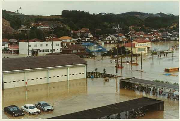 昭和58年7月島根豪雨による益田市内の浸水状況:高津川において、全半壊家屋60棟、床上浸水53棟、床下浸水260棟の被害が発生