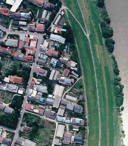 鳴瀬川:家屋の被害(南郷町木間塚付近)(2003年7月27日撮影)