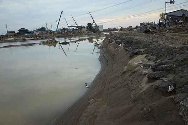 茨城県で記録的な大雨 鬼怒川の堤防が決壊した常総市三坂町の被害の様子=2015年9月13日午後、茨城県常総市で (Photo by AFLO)