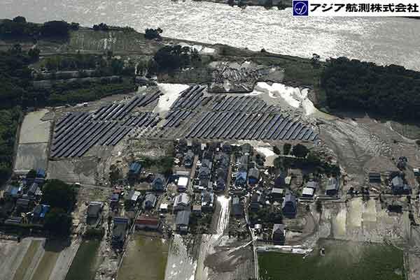 鬼怒川の状況(茨城県常総市若宮戸付近)(2015年9月12日撮影)
