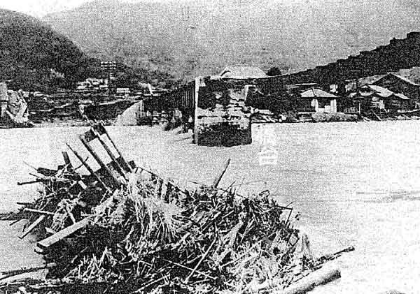 平成20年9月枕崎台風による府中市父石町の浸水状況:芦田川において、死者85名、家屋全壊122戸、家屋半壊84戸、家屋浸水2,714戸の被害が発生