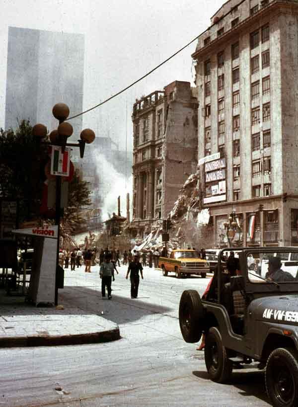 メキシコ地震:地震により倒壊したメキシコシティ中心部のホテル