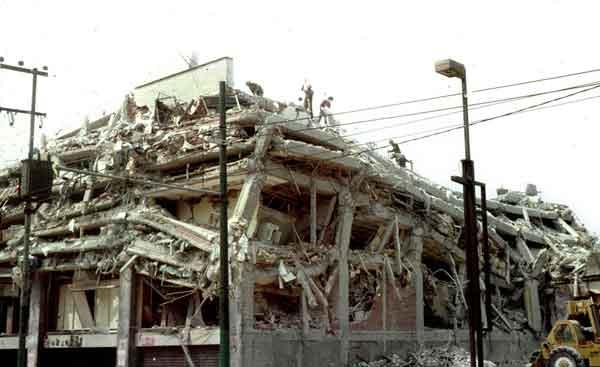 メキシコ地震:地震により倒壊した建物