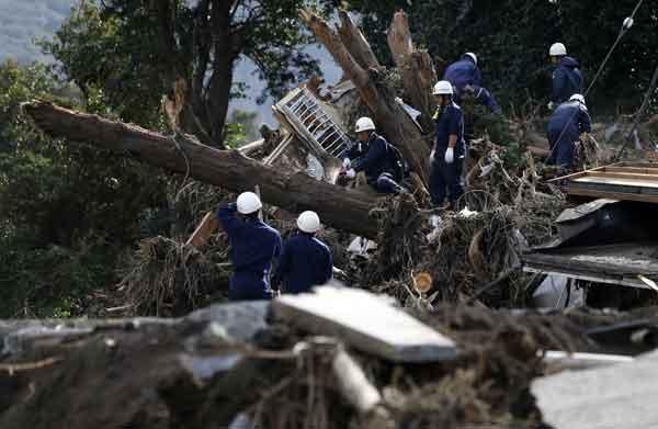 台風26号で大きな被害:伊豆大島で不明者捜索続く
