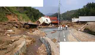 豊岡市但東町奥赤(土石流災害):兵庫県では台風と前線の影響により、各地で記録的な大雨となりで大きな災害をもたらしました。県内で土砂災害は多数発生し、5名の方が亡くなっています。