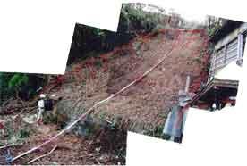 洲本市山手(がけ崩れ災害):兵庫県では台風と前線の影響により、各地で記録的な大雨となりで大きな災害をもたらしました。県内で土砂災害は多数発生し、5名の方が亡くなっています。