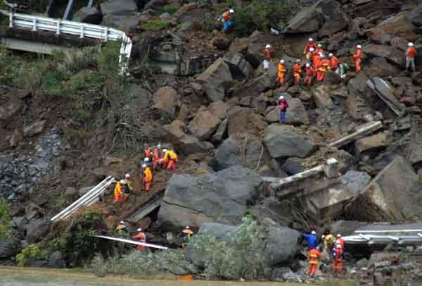 新潟県中越地震(2004年10月27日)