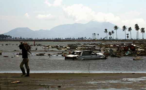 スマトラ島沖地震:12月の津波被災地(2005年4月3日)