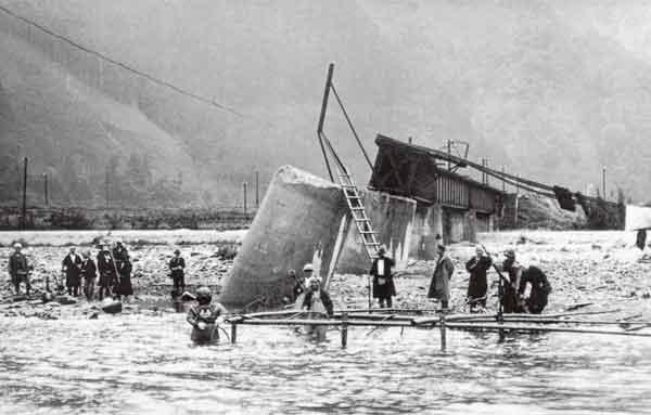 昭和9年9月室戸台風による日野川の第三日野川根雨鉄橋の落橋:日野川において、死者75名、浸水家屋約3万戸(県全域)の被害が発生