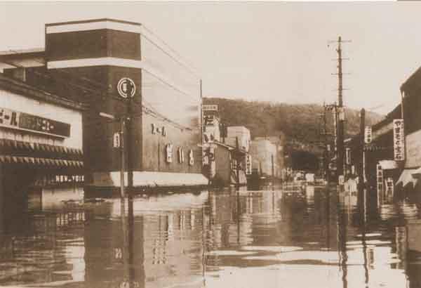 薩摩川内市中心部浸水状況:死者・行方不明者(52名)、家屋全半壊・流出(283戸)、床上浸水(5,874戸)、床下浸水(7,448戸)