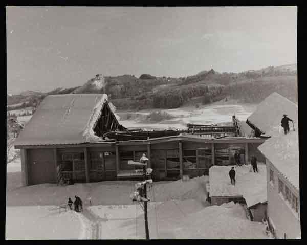 秋田県における「38・1豪雪」被害状況写真