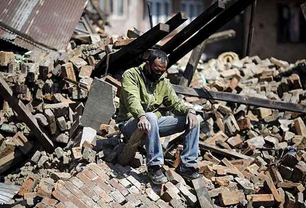ネパールでM7.8の地震 発生から72時間迫る