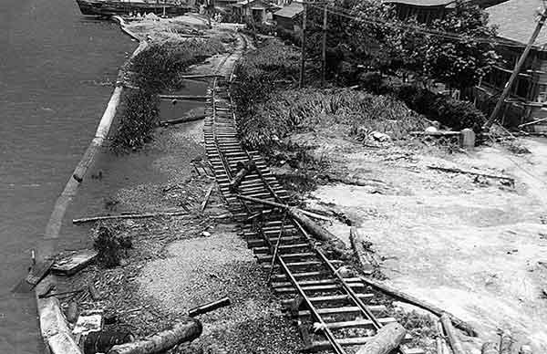 万代駅へ行く貨物線(撮影日時:1964年6月18日)