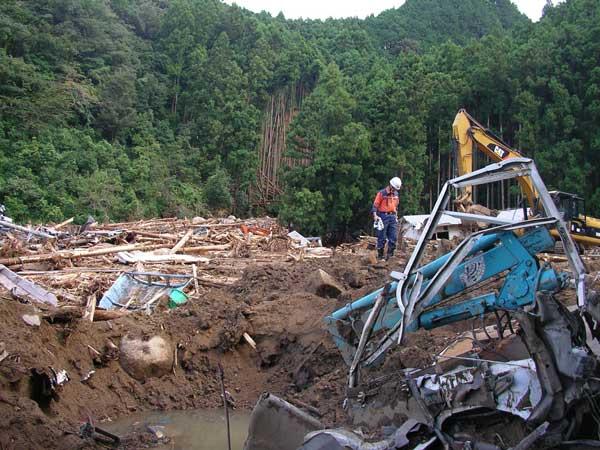 和歌山県新宮市南檜杖における土石流災害(洪水から避難していた4名が土石流によって亡くなった)