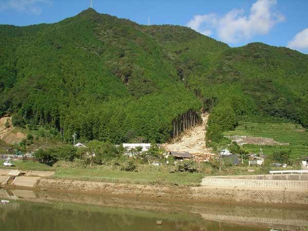 三重県紀宝町下地の土石流災害(住民はあらかじめ高台に避難していて無事だった)