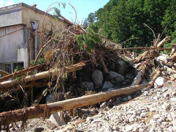 紀宝町下地の土石流災害(土石流は小学校に襲来した)