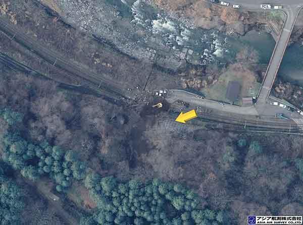 長野県安曇郡小谷村大字千国乙 滝ノ平集落付近:JR大糸線に被害を与えた崩壊。(2014年11月23日撮影)