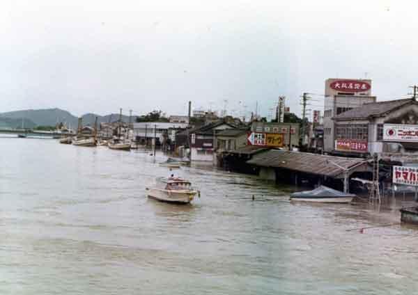 昭和47年7月梅雨前線により浸水した松江市街地:斐伊川の戦後最大洪水であり、斐伊川放水路建設の契機となった洪水