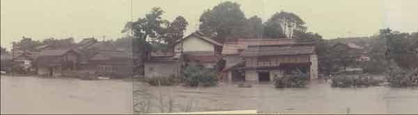 昭和47年7月梅雨前線による法勝寺川下流部の浸水状況:日野川において、床上浸水265戸、床下浸水2,821戸の被害が発生