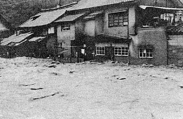 昭和47年7月梅雨前線による芦品郡新市町の浸水状況:芦田川において、死者6名、家屋全壊16戸、家屋半壊53戸、床上浸水203戸、床下浸水151戸の被害が発生