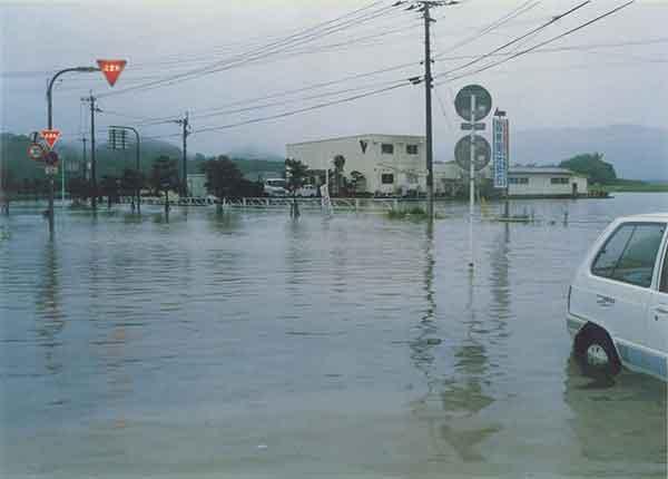 えびの市浸水状況:家屋全半壊・流出(13戸)、床上浸水(170戸)、床下浸水(423戸)