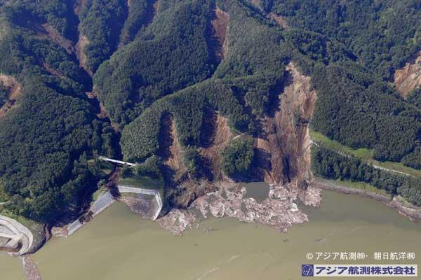 鬼岸部橋付近から厚幌ダム右岸側を撮影(2018年9月6日撮影)
