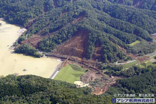 ペンケユクチセ沢付近から厚真ダム左岸側を撮影(2018年9月6日撮影)