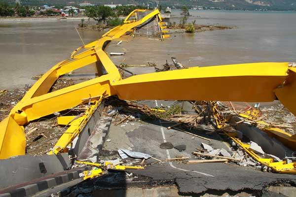 スラウェシ島で地震 津波により被害拡大