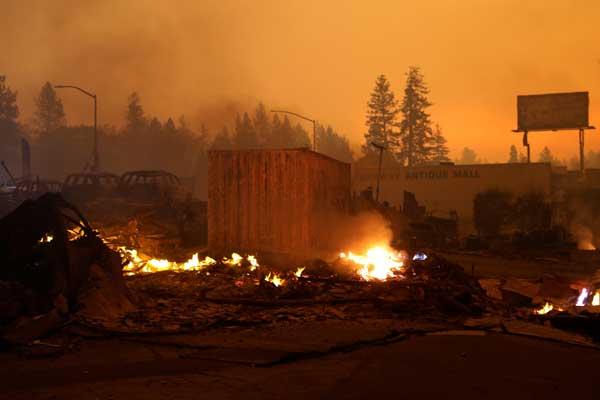 米加州で大規模な山火事
