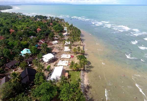 インドネシアで津波 噴火による地滑りで発生 (提供写真)