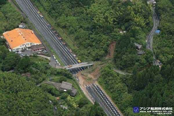 九州自動車道(姶良市)の斜面崩壊発生状況(2019年7月4日撮影)