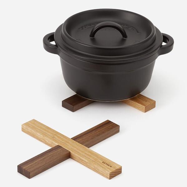 国産 天然木のモダン鍋敷きの写真